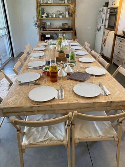 ארוחות וסדנאות מיוחדות בשולחן האוכל